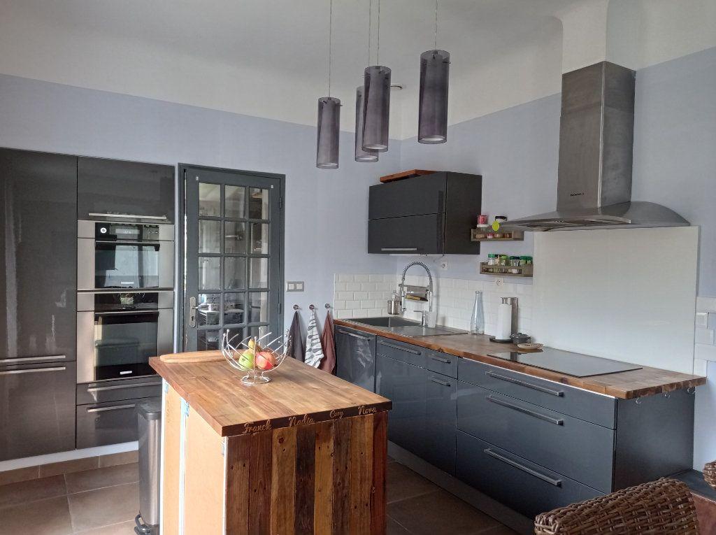 Maison à vendre 5 104m2 à Saint-André-de-Cubzac vignette-4