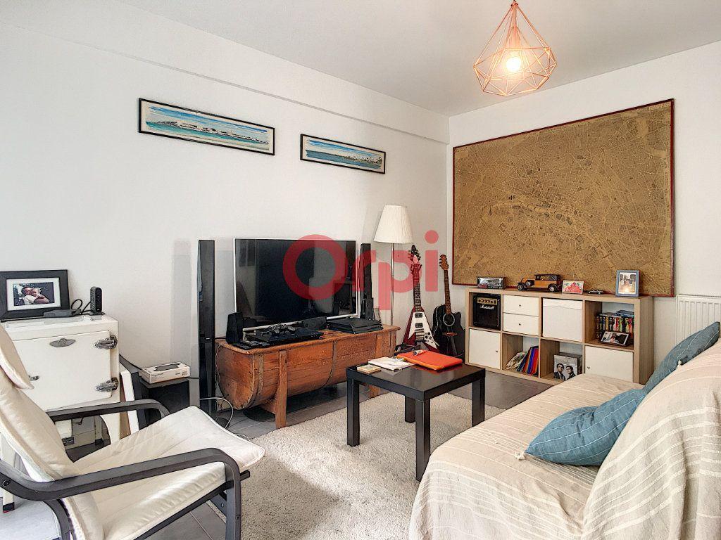 Appartement à vendre 3 62.09m2 à Bordeaux vignette-1