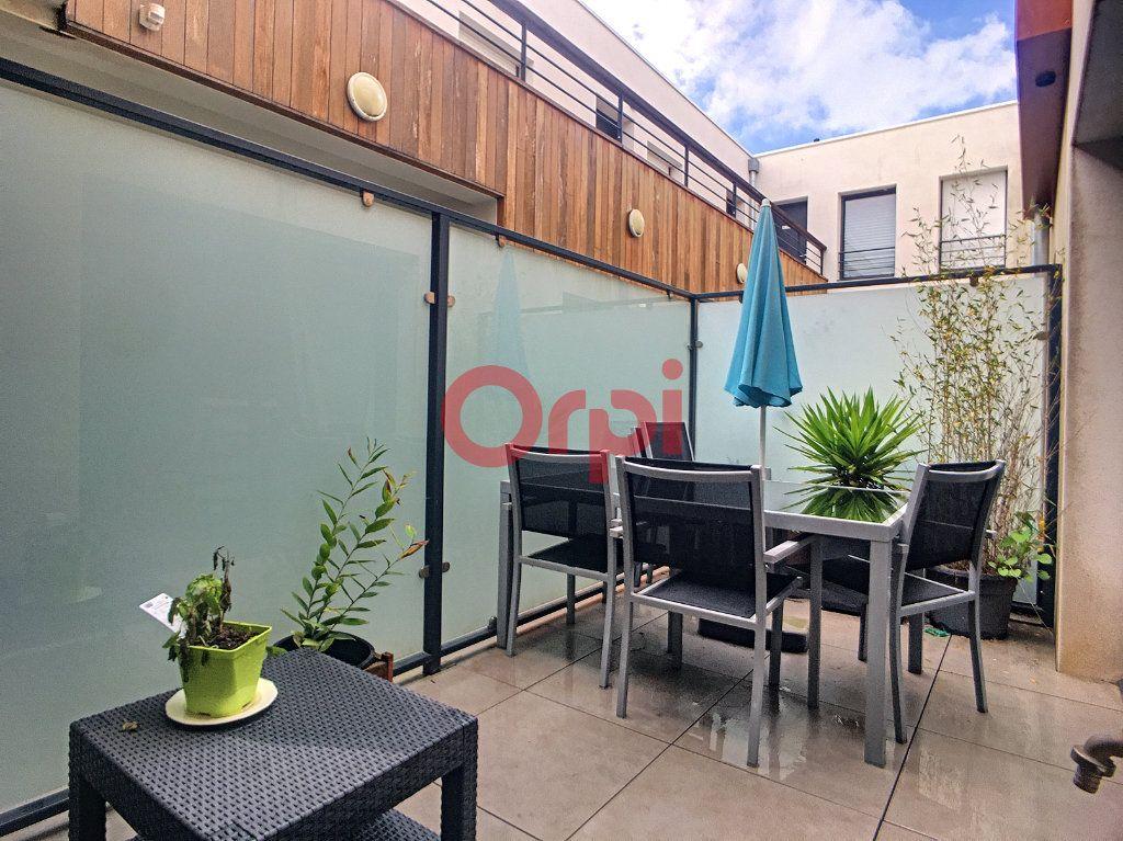 Appartement à vendre 3 62.09m2 à Bordeaux vignette-2