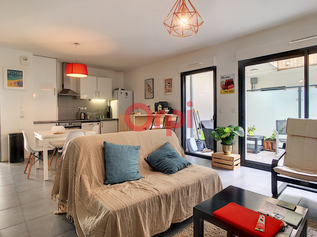 Appartement à vendre 3 62.09m2 à Bordeaux vignette-3