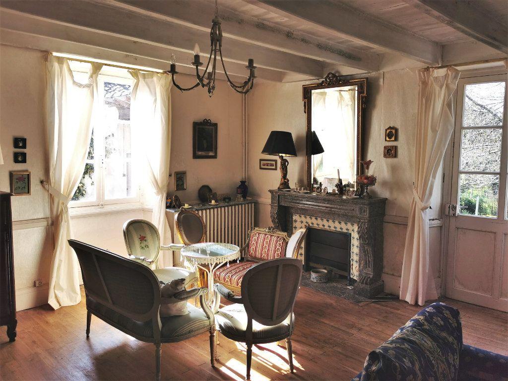 Maison à vendre 6 157m2 à La Rochefoucauld vignette-2
