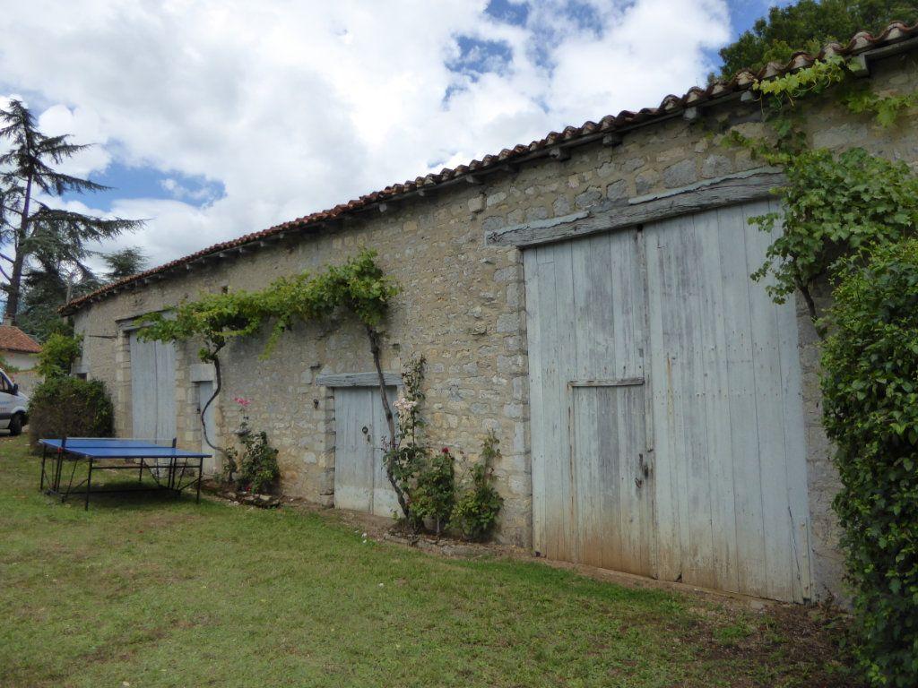 Maison à vendre 6 157m2 à La Rochefoucauld vignette-16