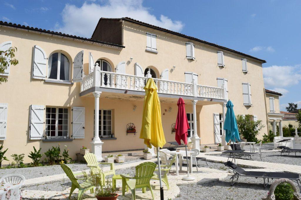 Maison à vendre 11 506m2 à La Rochefoucauld vignette-1