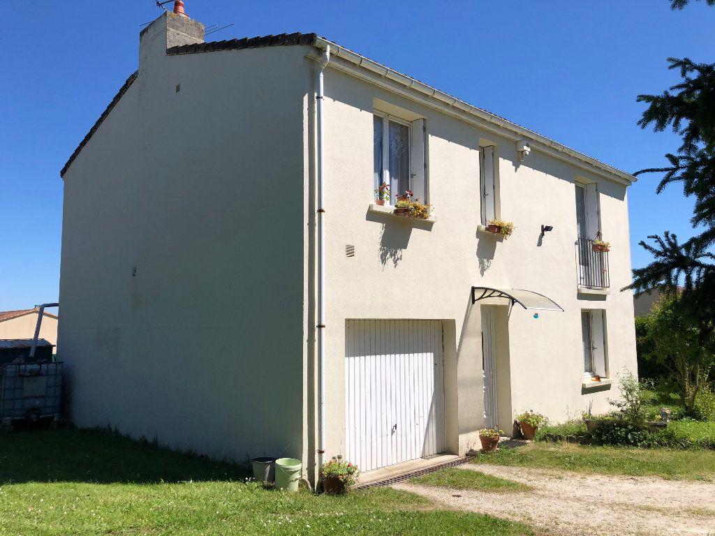 Maison à vendre 4 88m2 à La Rochefoucauld vignette-1