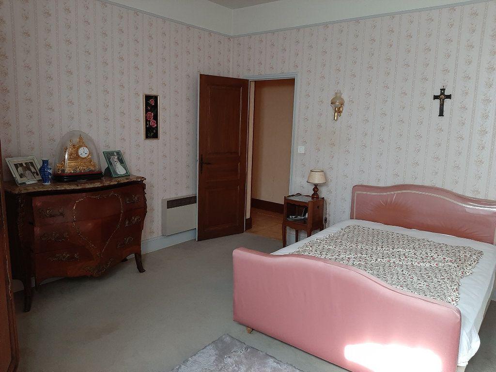 Maison à vendre 14 700m2 à Les Salles-Lavauguyon vignette-5