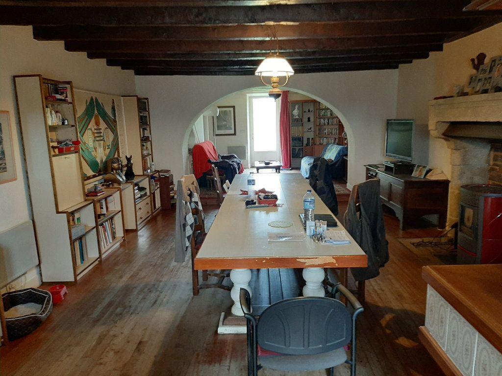 Maison à vendre 14 700m2 à Les Salles-Lavauguyon vignette-8