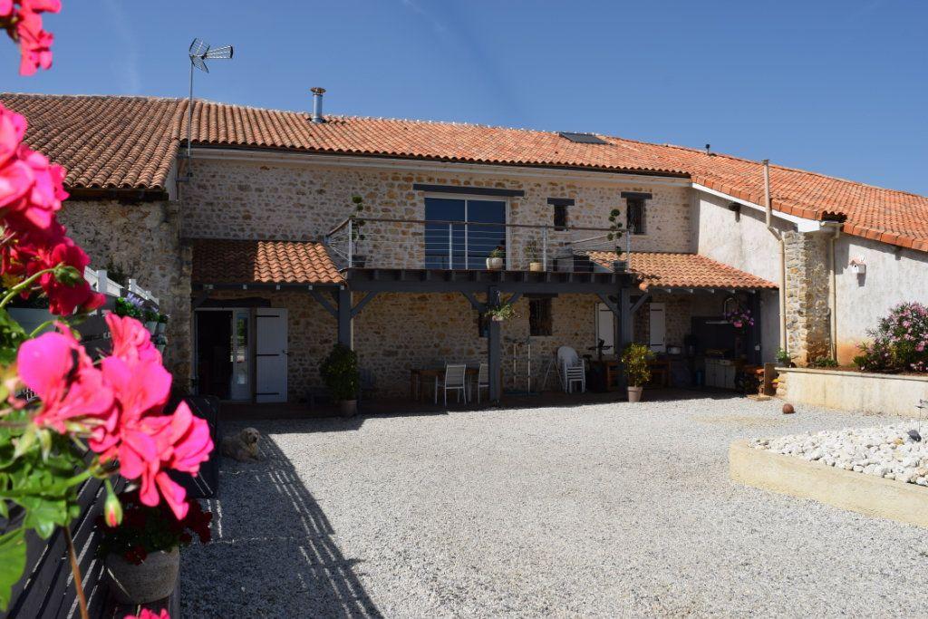Maison à vendre 7 170m2 à Marillac-le-Franc vignette-2