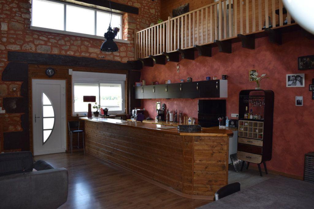 Maison à vendre 7 170m2 à Marillac-le-Franc vignette-3