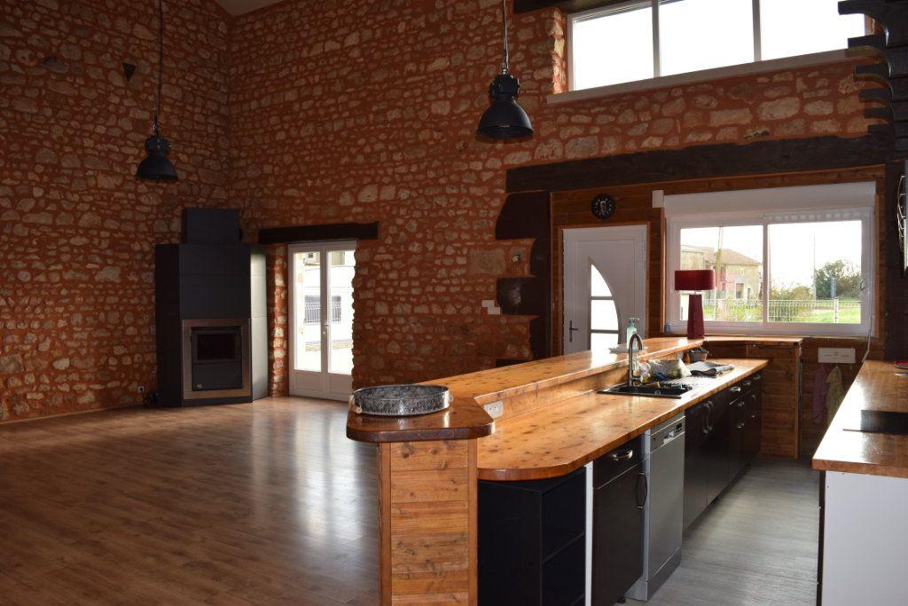Maison à vendre 7 170m2 à Marillac-le-Franc vignette-7