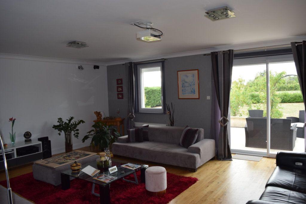 Maison à vendre 7 221m2 à Saint-Angeau vignette-5