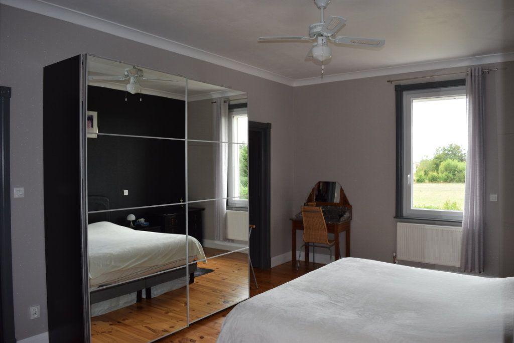 Maison à vendre 7 221m2 à Saint-Angeau vignette-8