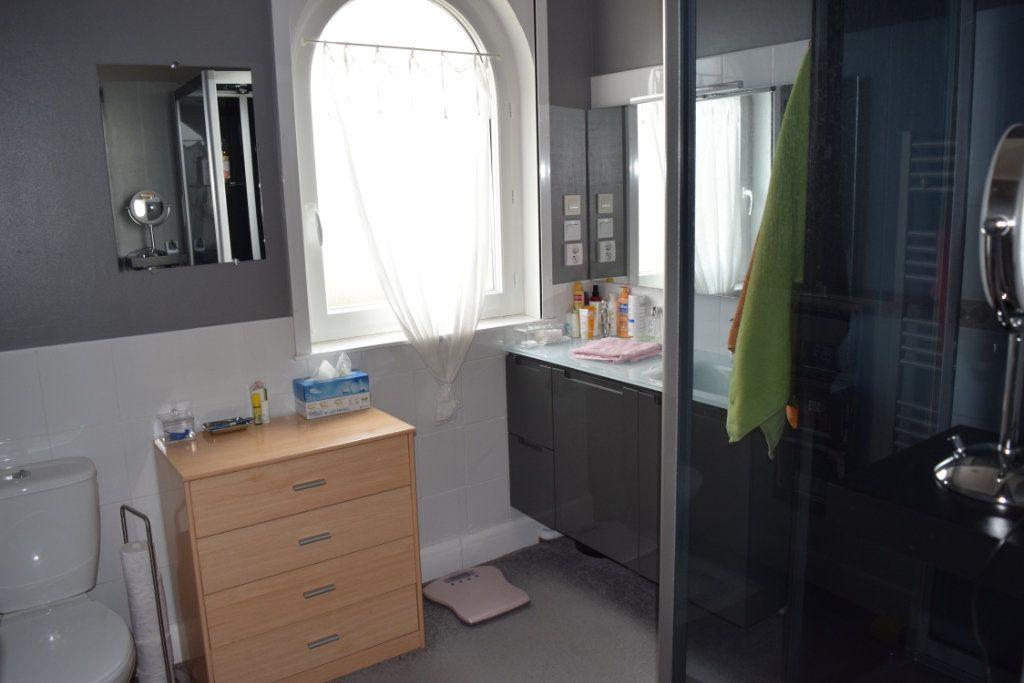 Maison à vendre 7 221m2 à Saint-Angeau vignette-12