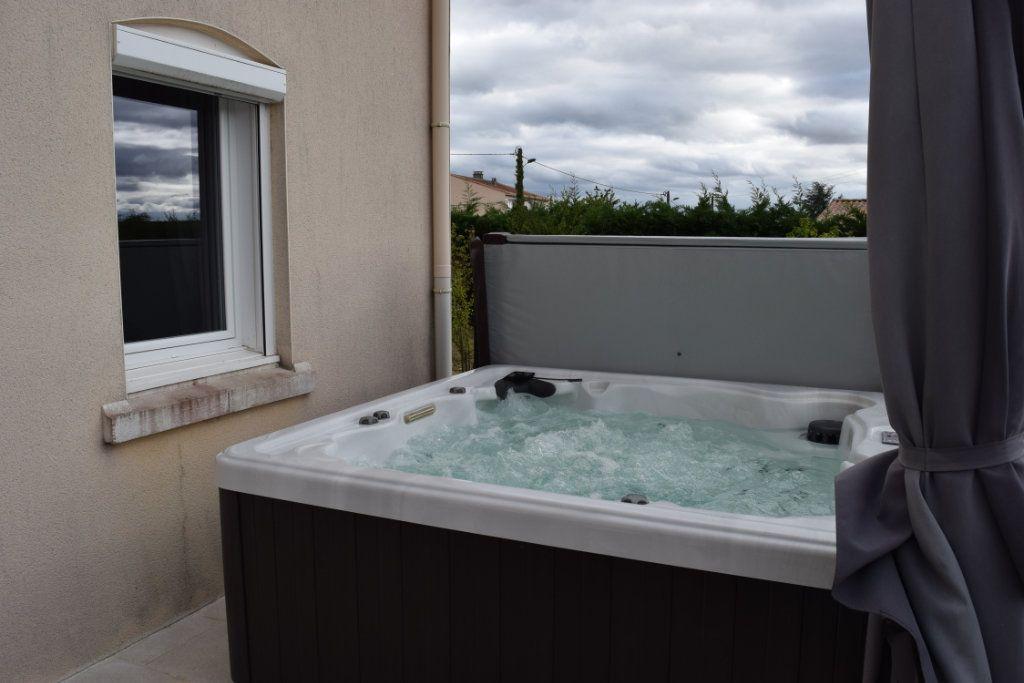 Maison à vendre 7 221m2 à Saint-Angeau vignette-13