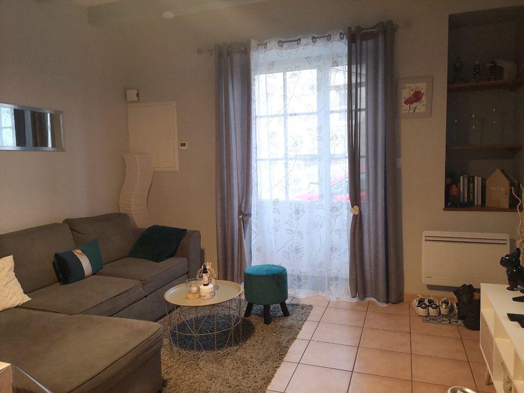 Maison à vendre 5 122m2 à La Rochefoucauld vignette-1