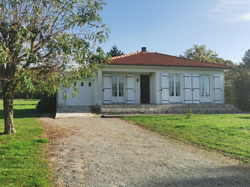 Maison à vendre 4 70m2 à Roumazières-Loubert vignette-1