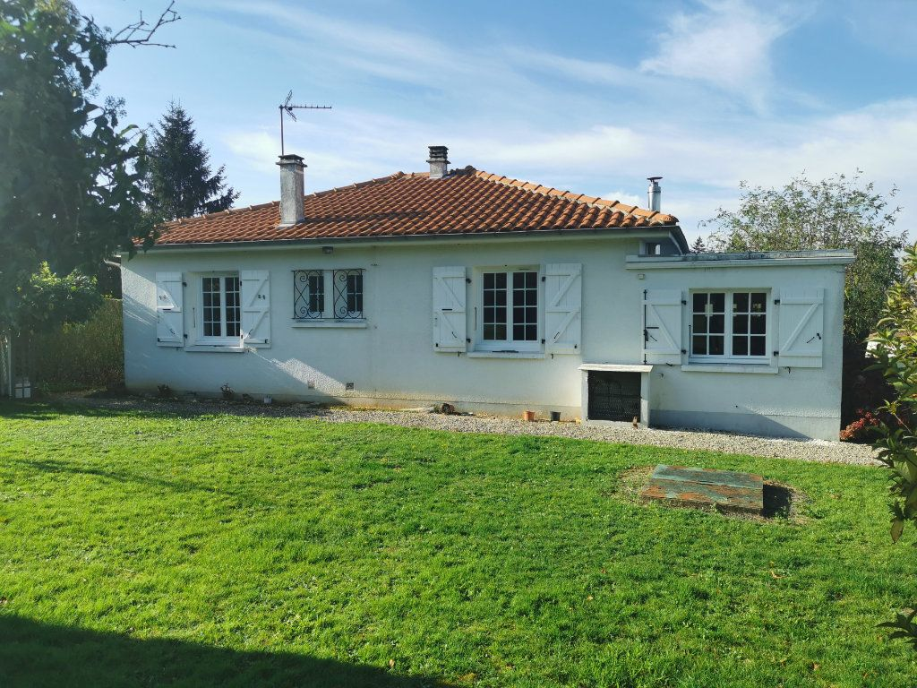 Maison à vendre 4 70m2 à Roumazières-Loubert vignette-2