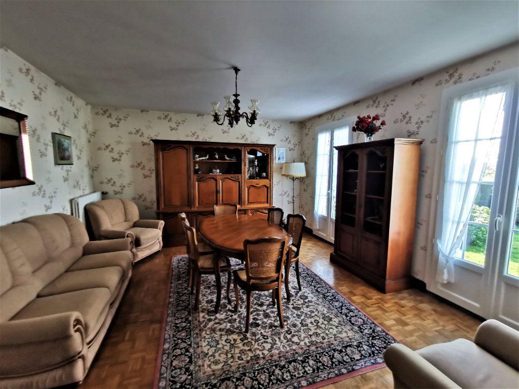 Maison à vendre 4 70m2 à Roumazières-Loubert vignette-3
