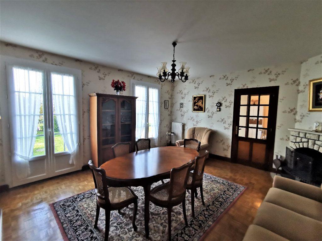 Maison à vendre 4 70m2 à Roumazières-Loubert vignette-4