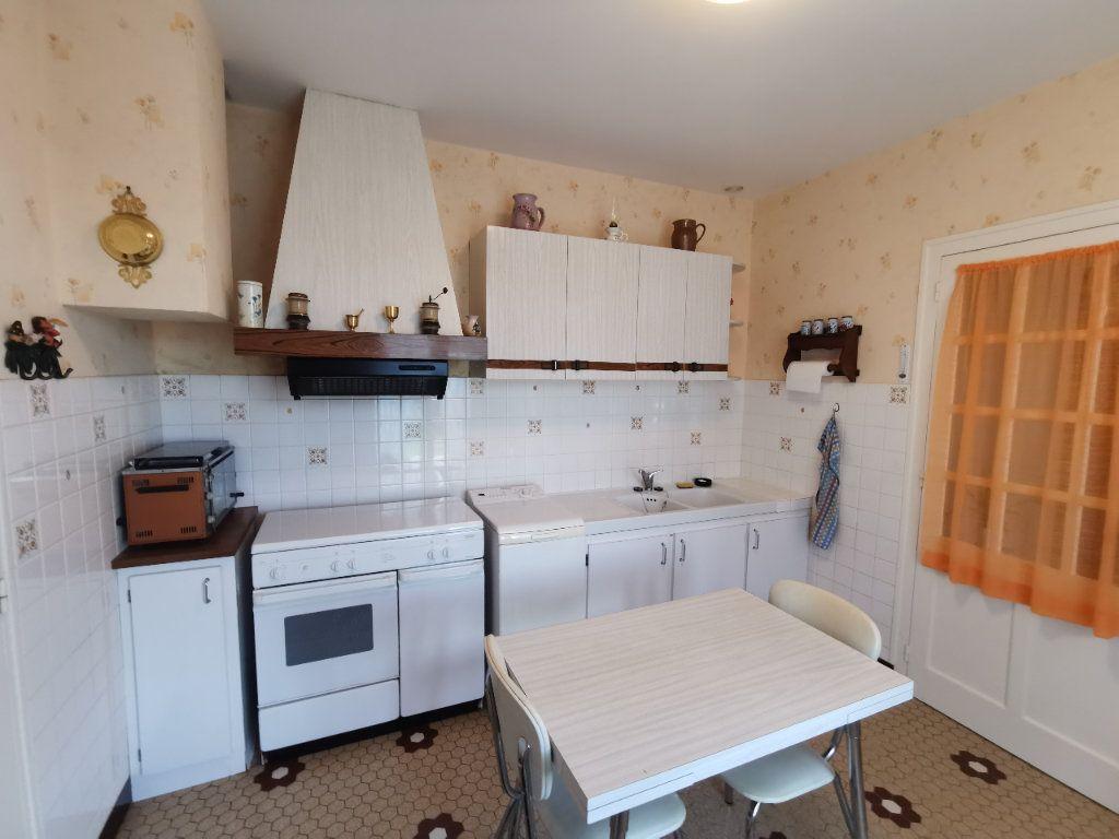 Maison à vendre 4 70m2 à Roumazières-Loubert vignette-5