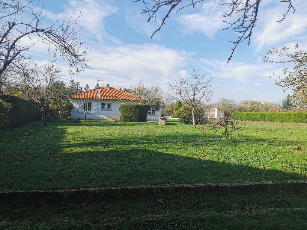 Maison à vendre 4 70m2 à Roumazières-Loubert vignette-10