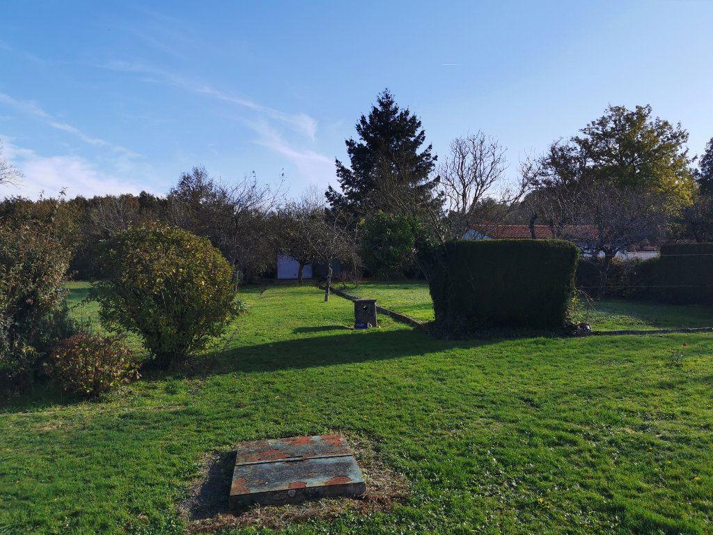 Maison à vendre 4 70m2 à Roumazières-Loubert vignette-11