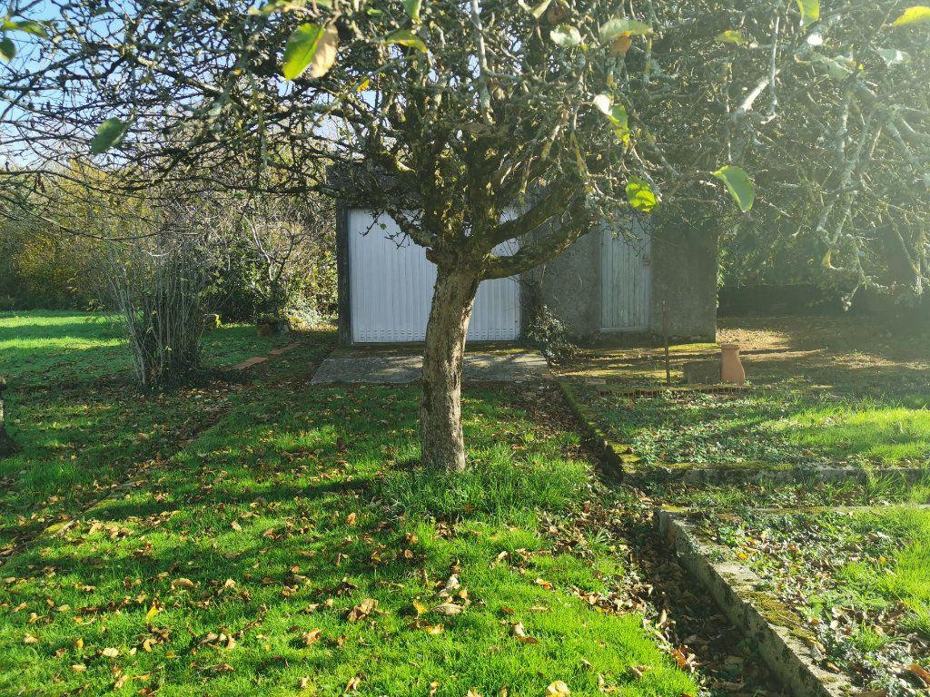 Maison à vendre 4 70m2 à Roumazières-Loubert vignette-12
