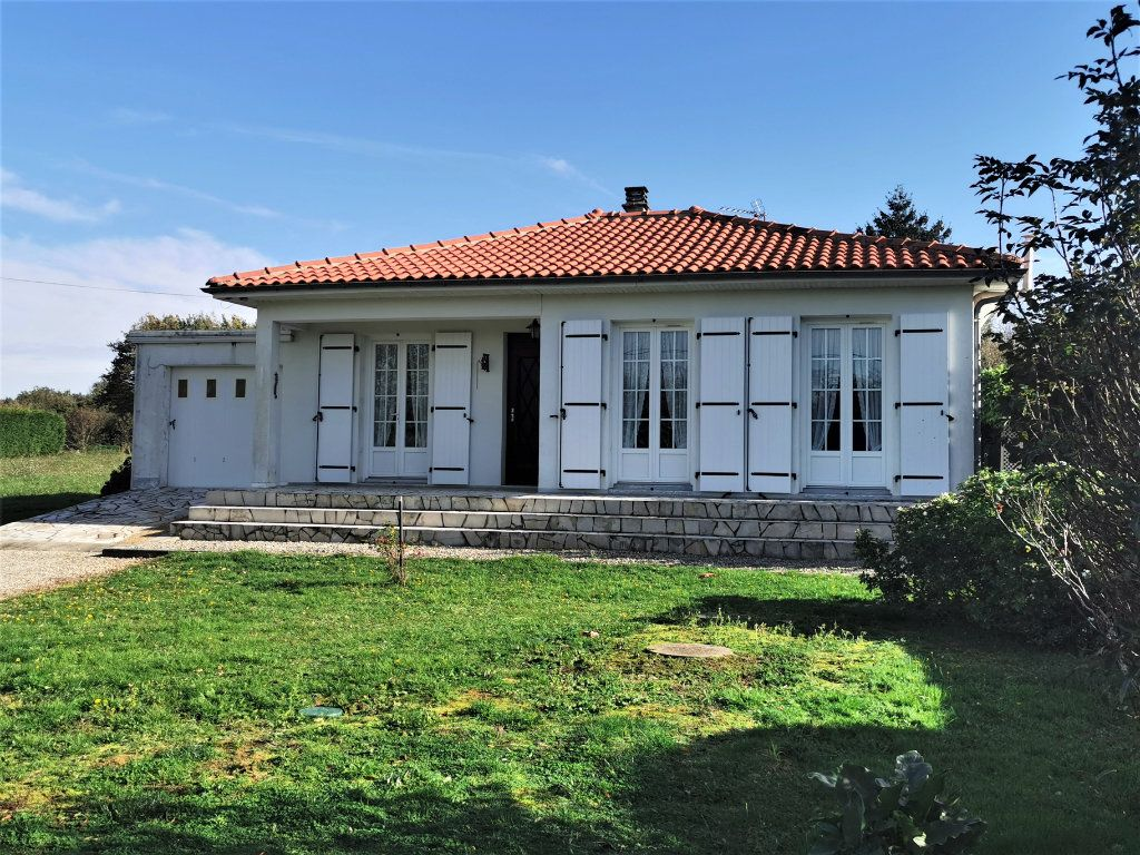 Maison à vendre 4 70m2 à Roumazières-Loubert vignette-13
