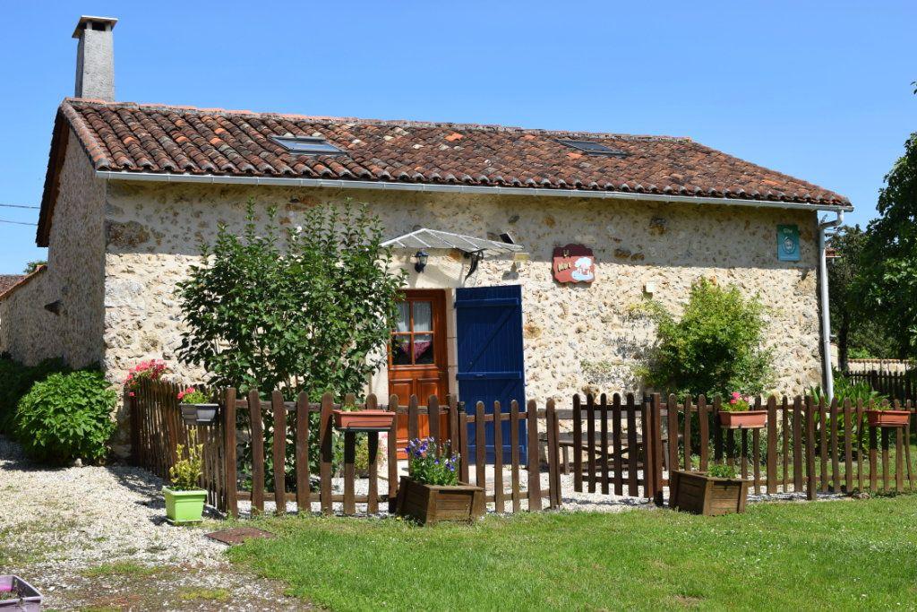 Maison à vendre 10 350m2 à Montbron vignette-2
