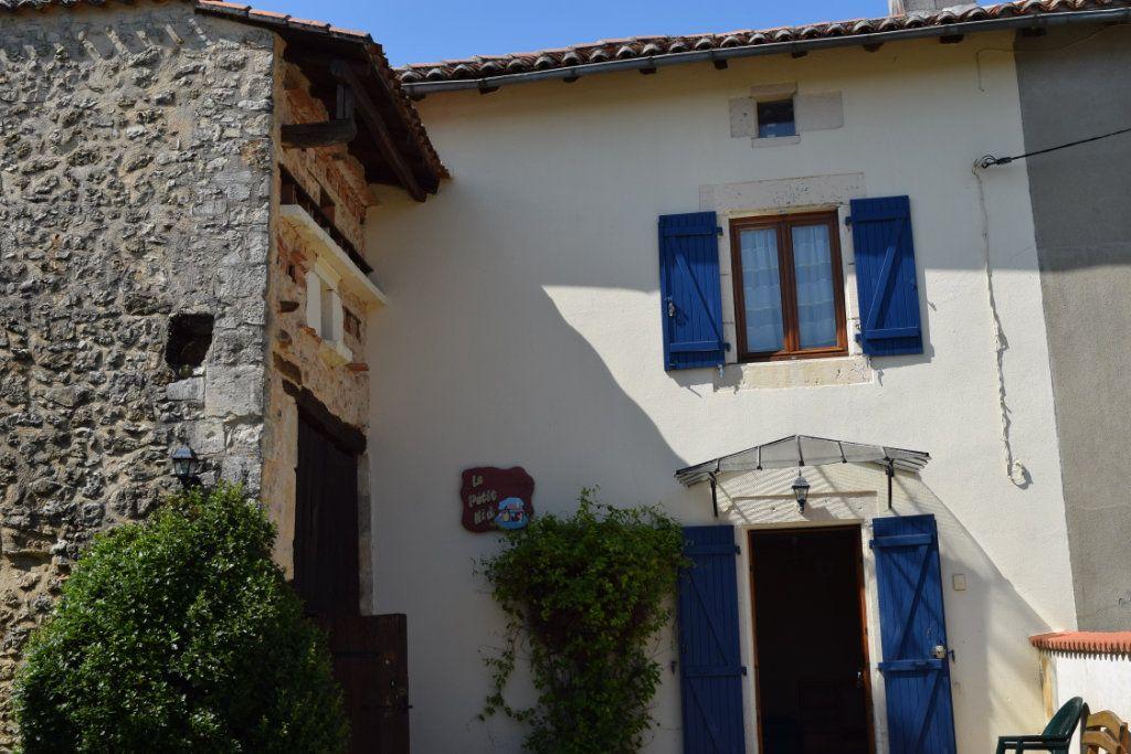 Maison à vendre 10 350m2 à Montbron vignette-3