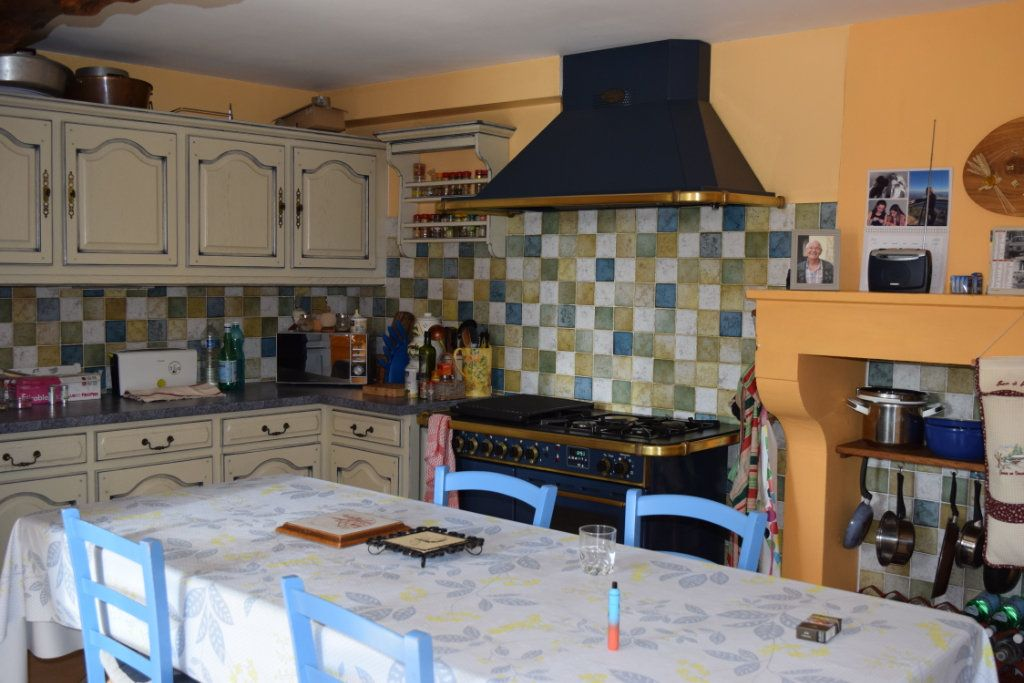 Maison à vendre 10 350m2 à Montbron vignette-4