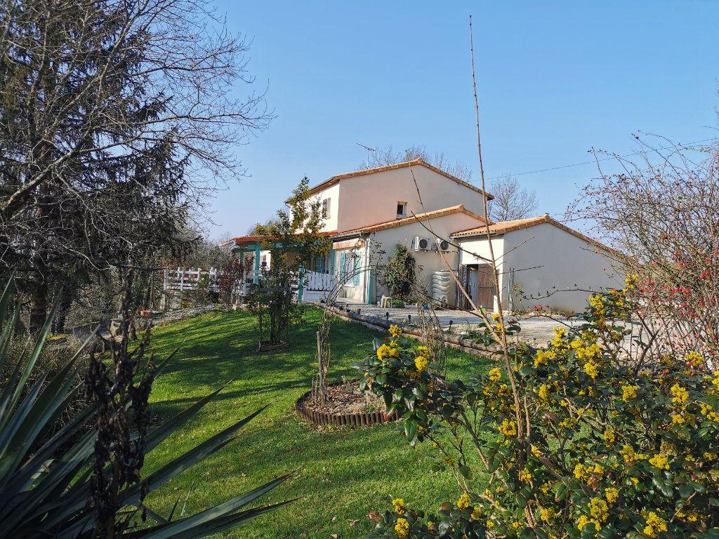Maison à vendre 8 176m2 à Cellefrouin vignette-1