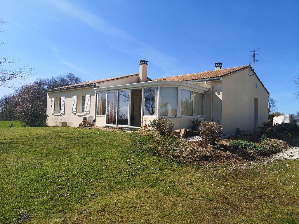 Maison à vendre 4 101m2 à Saint-Claud vignette-1