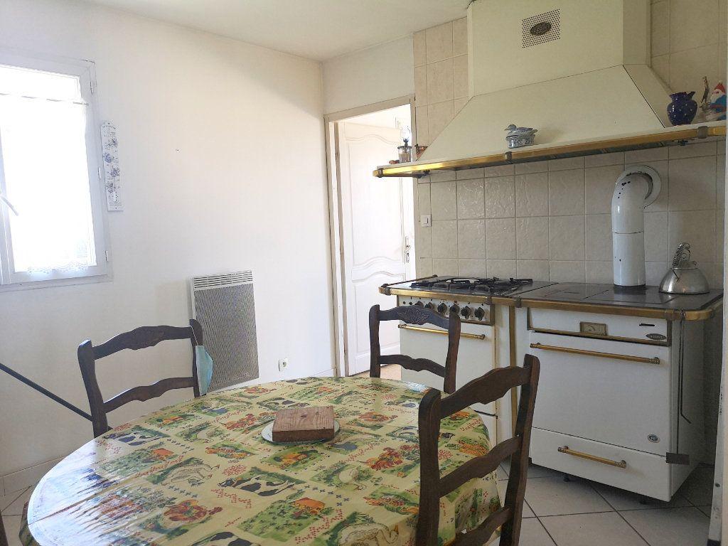 Maison à vendre 4 101m2 à Saint-Claud vignette-6