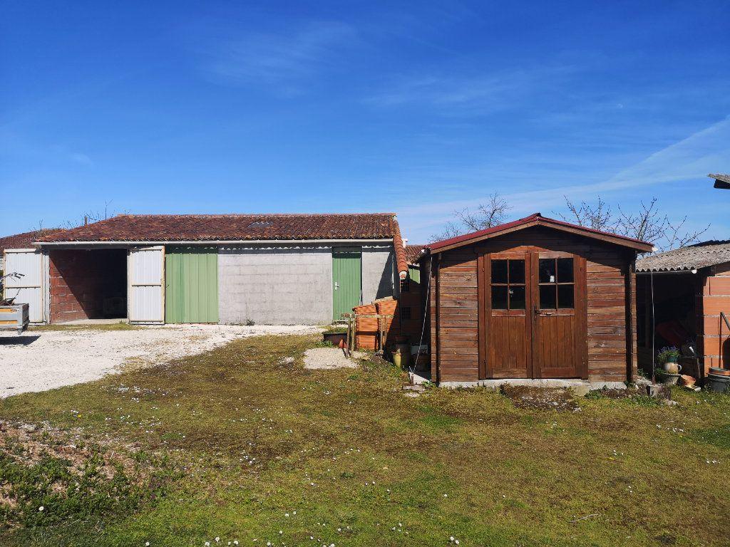 Maison à vendre 4 101m2 à Saint-Claud vignette-13