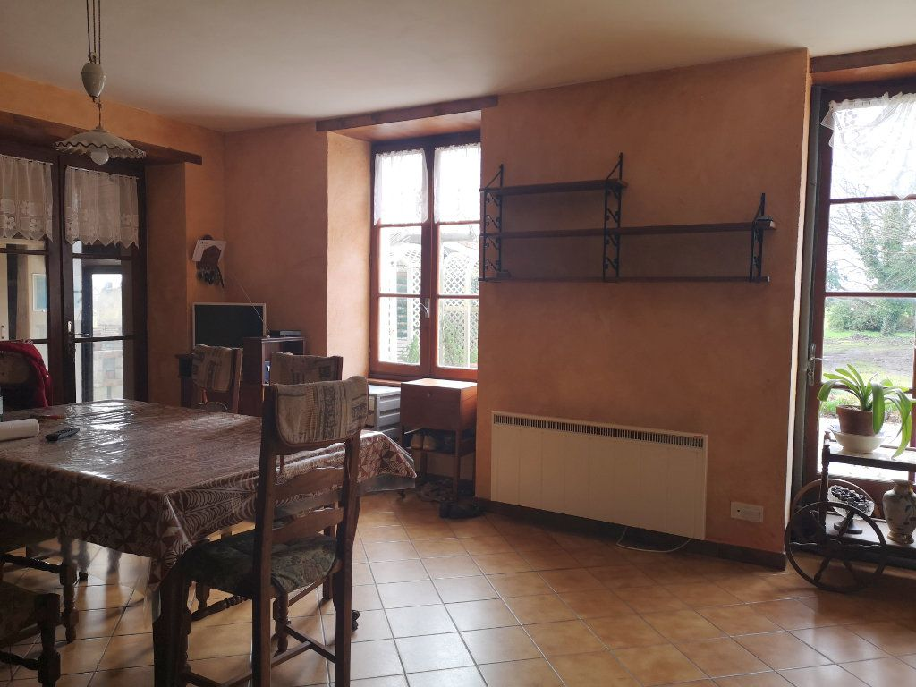 Maison à vendre 6 185m2 à Lussac vignette-3
