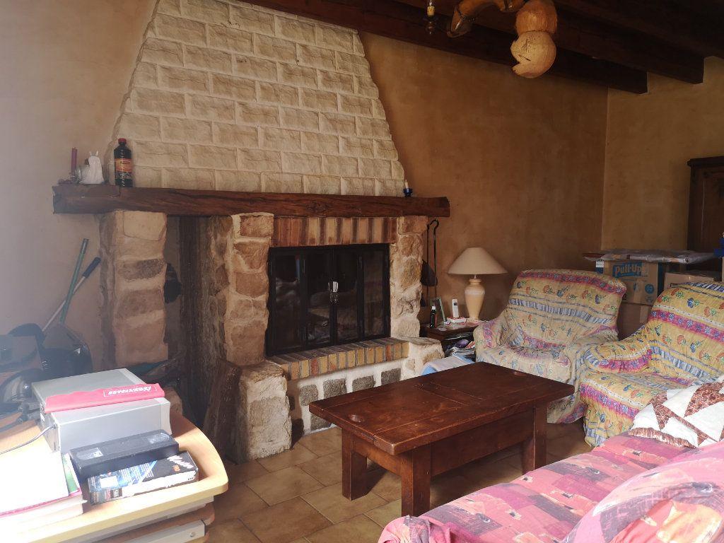 Maison à vendre 6 185m2 à Lussac vignette-5
