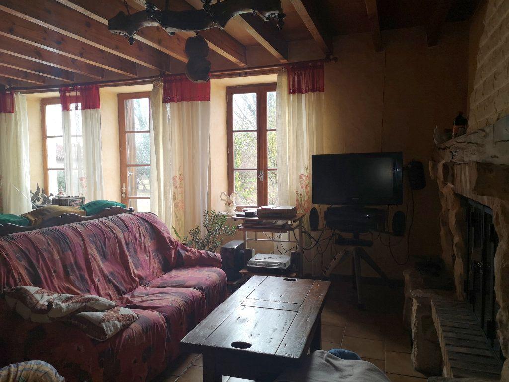 Maison à vendre 6 185m2 à Lussac vignette-6