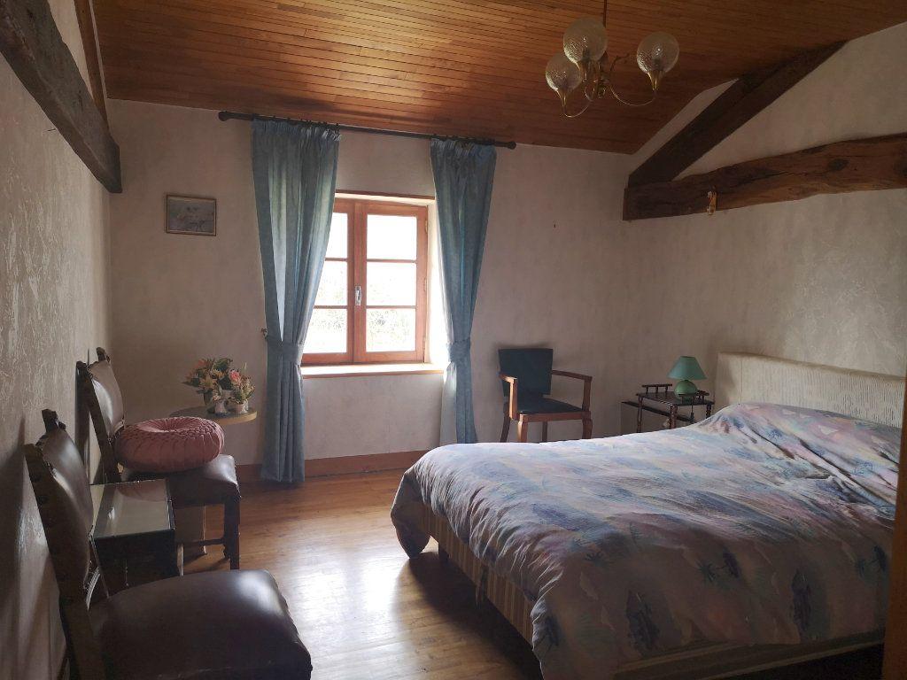 Maison à vendre 6 185m2 à Lussac vignette-9