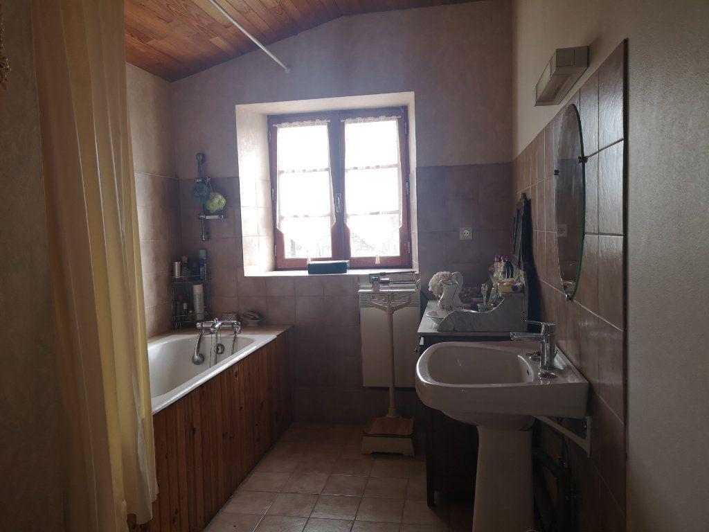 Maison à vendre 6 185m2 à Lussac vignette-12
