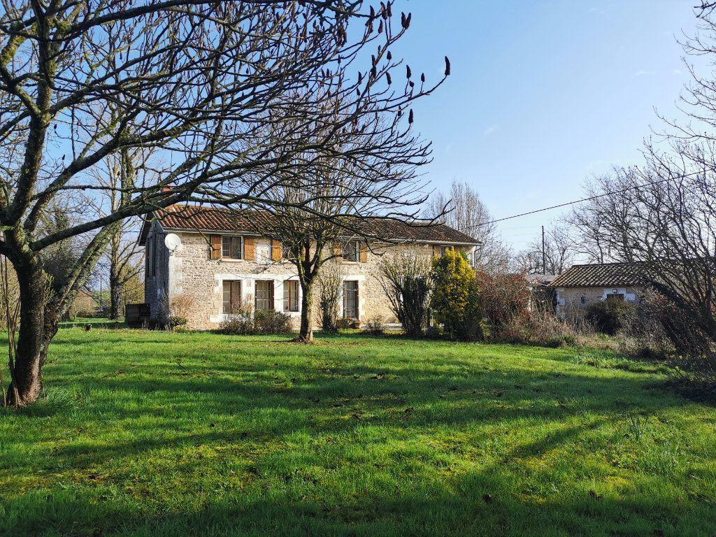 Maison à vendre 6 185m2 à Lussac vignette-14
