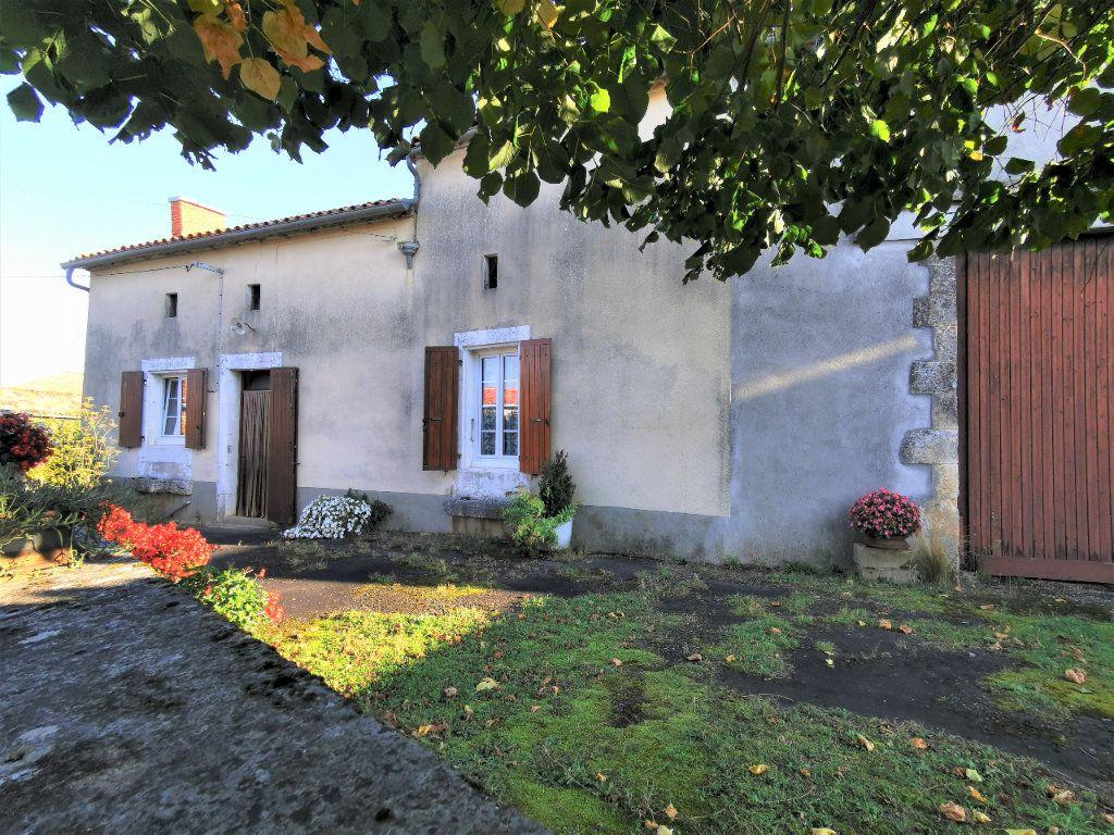 Maison à vendre 3 85m2 à La Rochefoucauld vignette-1