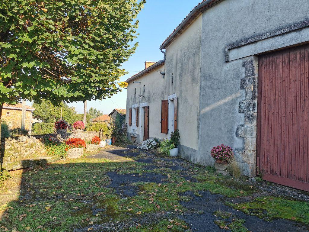 Maison à vendre 3 85m2 à La Rochefoucauld vignette-2
