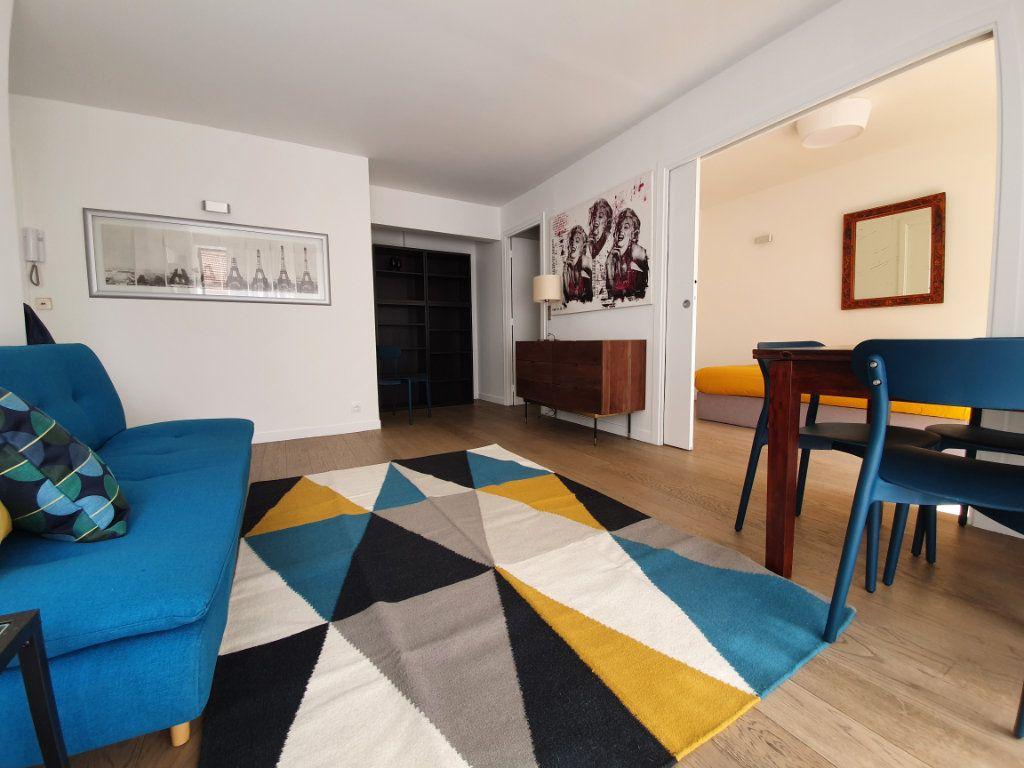 Appartement à louer 3 56m2 à Paris 15 vignette-1