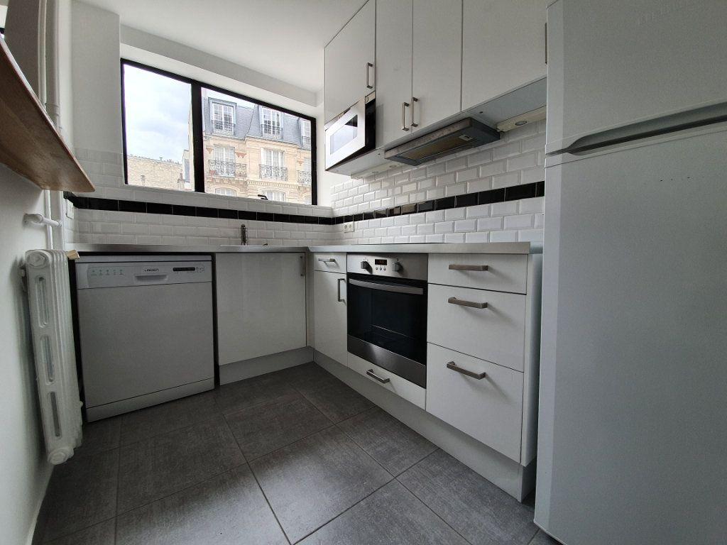 Appartement à louer 3 56m2 à Paris 15 vignette-6