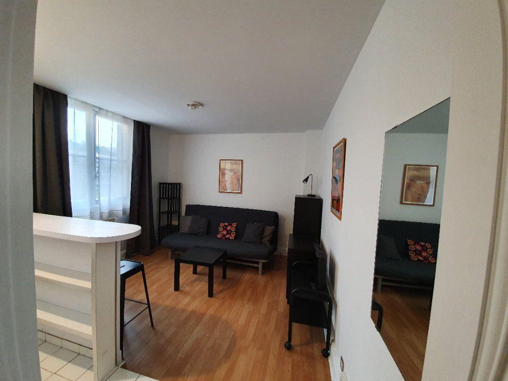Appartement à louer 1 23.25m2 à Paris 16 vignette-1