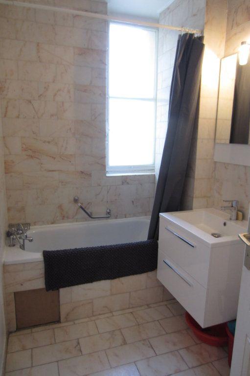 Appartement à louer 1 23.25m2 à Paris 16 vignette-3