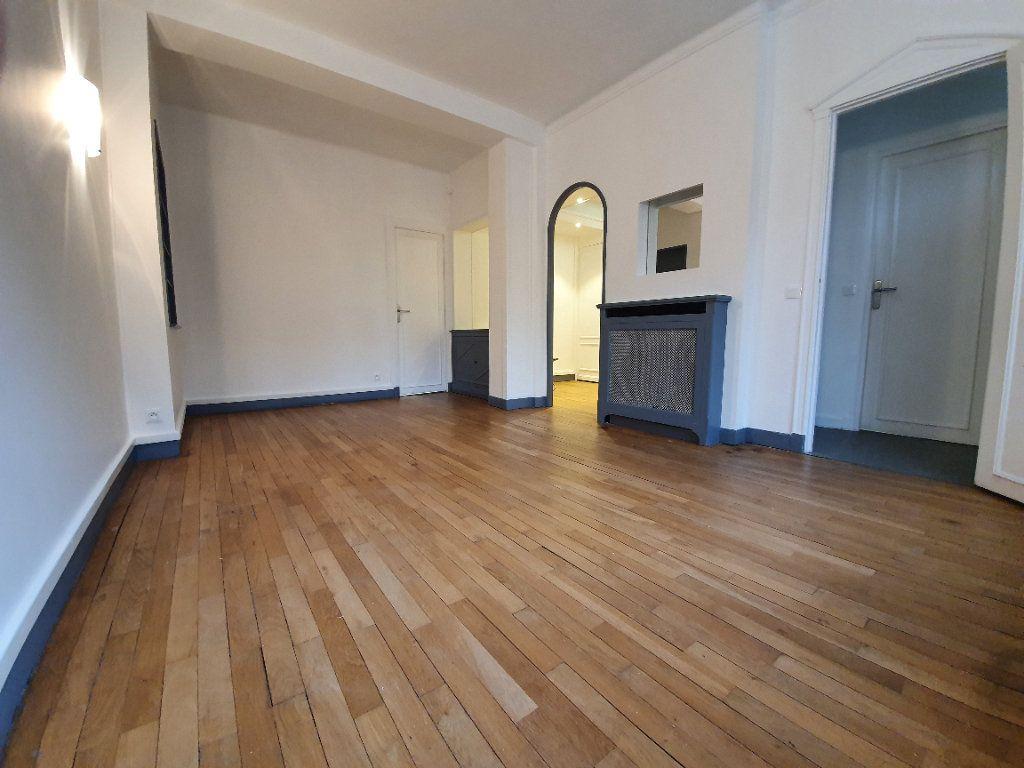 Appartement à louer 1 40.15m2 à Boulogne-Billancourt vignette-1