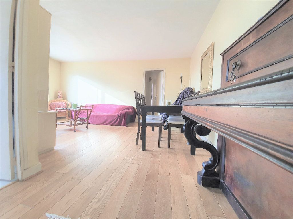 Appartement à vendre 4 70m2 à Boulogne-Billancourt vignette-2