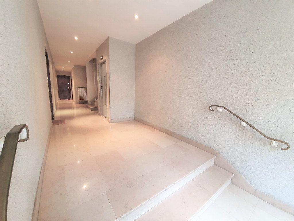 Appartement à vendre 4 70m2 à Boulogne-Billancourt vignette-3