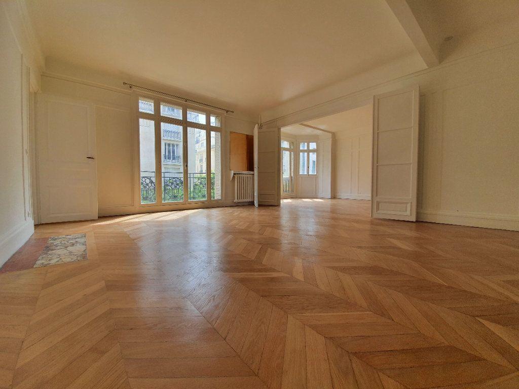 Appartement à louer 4 132.47m2 à Paris 16 vignette-1